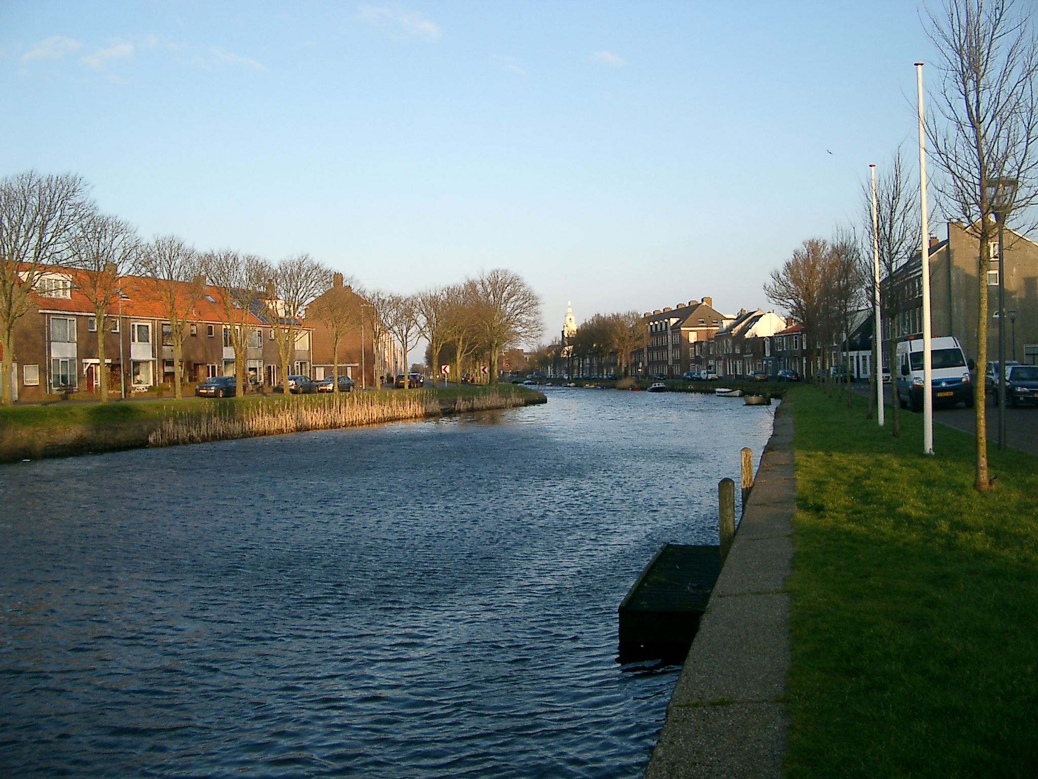 จบทริปด้วยรูปนี้ค่ะ ระหว่างเดินกลับมาขึ้นรถไฟ แม่น้ำในเมือง den helder ค่ะ