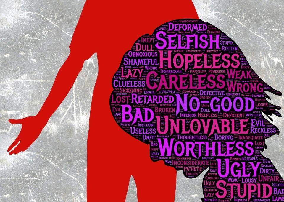 เหยื่อความรุนแรงในครอบครัวจะถูกทำให้รู้สึกอับอาย ด้อยค่า